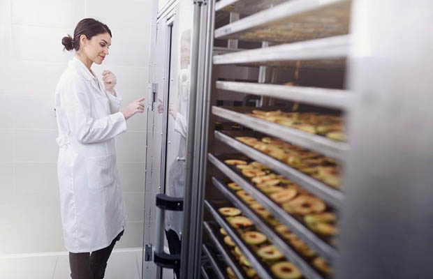 How The IIoT Can Help Food and Beverage Companies Navigate Changing Regulations