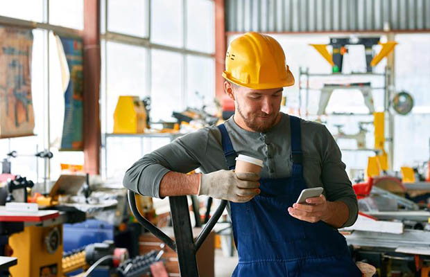 Employees Wasting Time On Social Media? Here Are Three Benefits